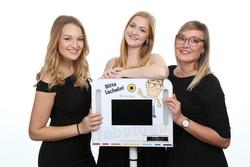 Frauen mit Fotobox