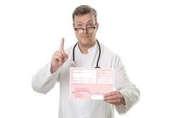 Arzt zeigt Rezept